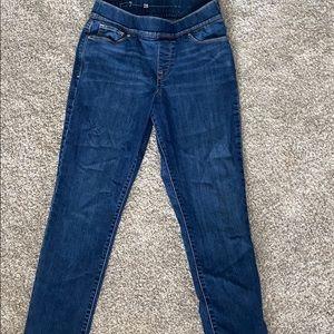 Women's Levi jeans elastic waste.